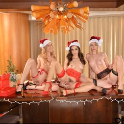 Aiden Ashley in 'VR Naughty America' Aiden Ashley, Daisy Stone, and Spencer Bradley are on the Naughty List for sure! (Thumbnail 34)