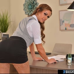 Aila Donovan in 'VR Naughty America' will do absolutely ANYTHING to keep you with her before you take your business elsewhere!  (Thumbnail 90)