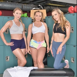 AJ Applegate in 'VR Naughty America' AJ Applegate, Karla Kush, and Riley Reyes takes their trainers cock in their ass (Thumbnail 1)