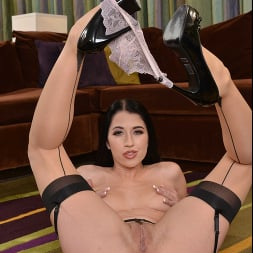 Alex Coal in 'VR Naughty America' hot as hell and fucks YOU in VR (Thumbnail 184)