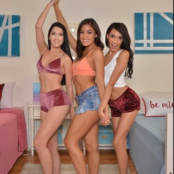 Alex Coal in 'VR Naughty America' Lesbians, Alex Coal and Kendra Spade, have foursome with Hime Marie and her boyfriend (Thumbnail 208)
