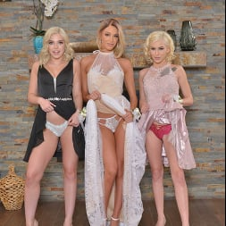 Allie Nicole in 'VR Naughty America' Allie Nicole, Emma Hix, and Kiara Cole fuck date before Prom (Thumbnail 22)