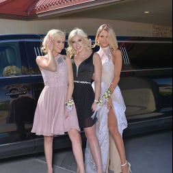 Allie Nicole in 'VR Naughty America' Allie Nicole, Emma Hix, and Kiara Cole fuck date before Prom (Thumbnail 66)