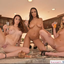 Audrey Miles in 'VR Naughty America' Sexy babes, Adira Allure, Audrey Miles, and Sofi Ryan, have foursome fun (Thumbnail 85)