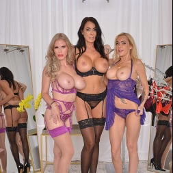 Casca Akashova in 'VR Naughty America' Casca Akashova, Devon and Reagan Foxx fuck in the famous Dressing Room (Thumbnail 99)