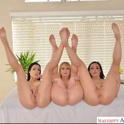 Daisy Stone in 'VR Naughty America' Lucky guy orders himself the super deluxe massage package where all holes are open for his pleasure  (Thumbnail 194)