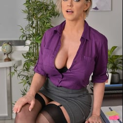 Dee Williams in 'VR Naughty America' Fucks you for a terrible done job  (Thumbnail 30)