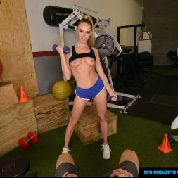 Emma Hix in 'VR Naughty America' wants You to train her and fuck her in the Gym (Thumbnail 14)