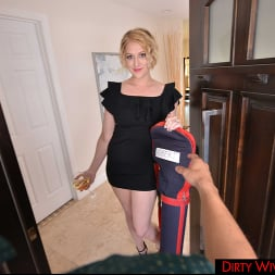 Eve Laurence in 'VR Naughty America' Dirty Wife Eve Laurence Has Revenge Sex When She Finds Out Husband Is Cheating (Thumbnail 100)
