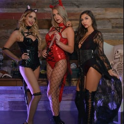 Gabbie Carter in 'VR Naughty America' Gabbie Carter, Gianna Dior, and Khloe Kapri give the best treats of all (Thumbnail 1)
