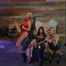 Gabbie Carter in 'VR Naughty America' Gabbie Carter, Gianna Dior, and Khloe Kapri give the best treats of all (Thumbnail 42)