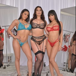 Gia Milana in 'VR Naughty America' Dressing room foursome with Gia Milana, Ivy LeBelle, and Luna Star (Thumbnail 81)