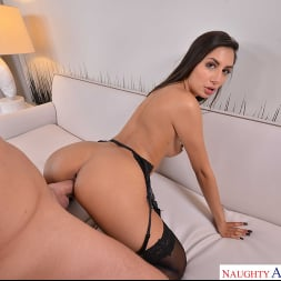 Gianna Dior in 'VR Naughty America' gets her Paws on you  (Thumbnail 132)