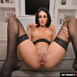 Jamie Michelle in 'VR Naughty America' Gorgeous MILF Jamie Michelle got stud up and now she want your young cock inside her!! (Thumbnail 150)