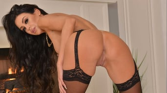 Jamie Michelle in 'Gorgeous MILF Jamie Michelle got stud up and now she want your young cock inside her!!'
