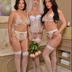 Jennifer White in 'VR Naughty America' Bride and her bridesmaids share a stranger's cock one last time (Thumbnail 112)