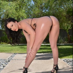 Jennifer White in 'VR Naughty America' seizes the day and fucks her friend's brother before she gets back from the store (Thumbnail 143)