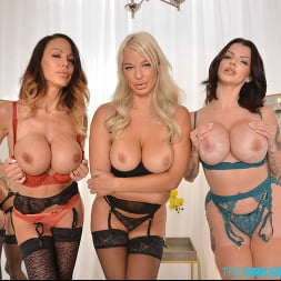 Joslyn James in 'VR Naughty America' Joslyn James, London River, and McKenzie Lee fuck a complete stranger when they catch him peeping in their Dressing Room (Thumbnail 266)