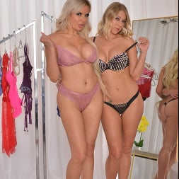 Katie Morgan in 'VR Naughty America' BFFs Katie Morgan and Nina Elle take a trip to the notorious dressing room (Thumbnail 13)