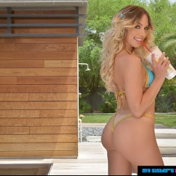 Khloe Kapri in 'VR Naughty America' fucks you while your sister is not home (Thumbnail 60)