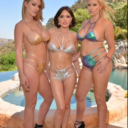 Krissy Lynn in 'VR Naughty America' Naughty America Vacation with 3 sexy babes in bikinis! (Thumbnail 1)