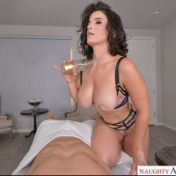 LaSirena69 in 'VR Naughty America' is ready for your hard cock! (Thumbnail 120)