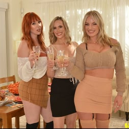 Lauren Phillips in 'VR Naughty America' Close friends, Lauren Phillips, Lilly James, and Rachael Cavalli have their share of 'stuffing' for Thanksgiving (Thumbnail 1)