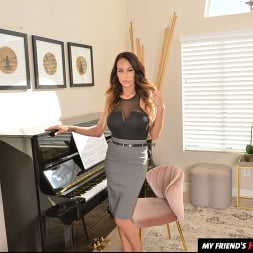 McKenzie Lee in 'VR Naughty America' likes to fuck her son's friend on the piano (Thumbnail 112)