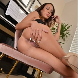 McKenzie Lee in 'VR Naughty America' likes to fuck her son's friend on the piano (Thumbnail 209)