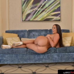 Rachel Starr in 'VR Naughty America' fucks her friend's husband while she's at the hotel pool (Thumbnail 144)