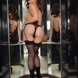 Spencer Bradley in 'VR Naughty America' is ready to spread her legs for you!! (Thumbnail 238)